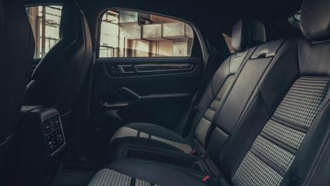 Porsche Cayenne Coupe moi ra mat, gia tu 81.500 USD hinh anh 9