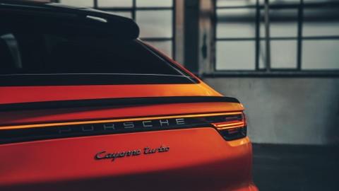 Porsche Cayenne Coupe moi ra mat, gia tu 81.500 USD hinh anh 4