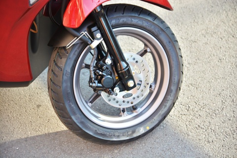 Xe tay ga cho nu: Yamaha Latte qua kho de gay ap luc len Honda Lead? hinh anh 11
