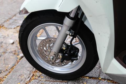 Xe tay ga cho nu: Yamaha Latte qua kho de gay ap luc len Honda Lead? hinh anh 12