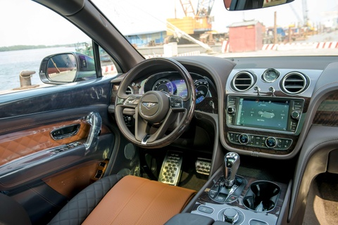 Can canh Bentley Bentayga V8 ban ky niem 100 nam dau tien o VN hinh anh 6