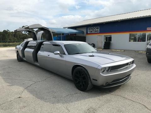 Dodge Challenger limousine hang hiem duoc rao ban voi gia 32.500 USD hinh anh