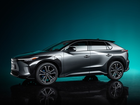 Toyota bZ4X Concept ra mat - SUV dien cung co voi RAV4 hinh anh