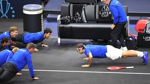 Federer hit dat mung chien cong o Laver Cup hinh anh
