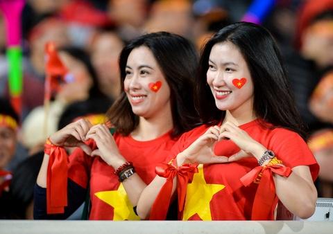Ban gai Duy Manh rang ngoi truoc tran chung ket AFF Cup hinh anh 7