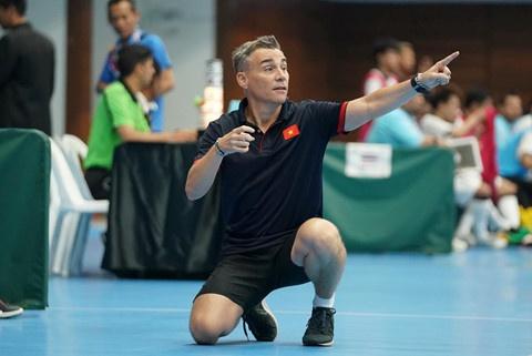 HLV tuyen futsal Viet Nam lot top 5 hay nhat the gioi 2018 hinh anh