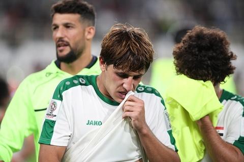 Cau thu Iraq dinh nghi an choi dem truoc tran gap Qatar tai Asian Cup hinh anh