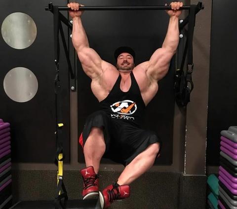 Luc si tang gan 100 kg sau khi tap gym hinh anh 1
