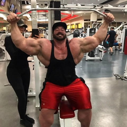 Luc si tang gan 100 kg sau khi tap gym hinh anh 4