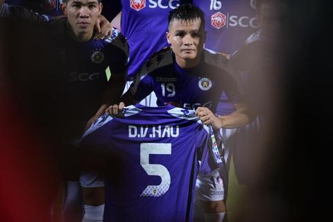Quang Hai va dong doi tri an Van Hau tai AFC Cup hinh anh