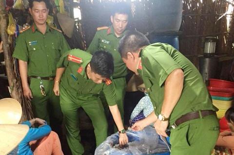 Phat tieu thuong bom tap chat vao tom su o cho hai san Da Nang hinh anh