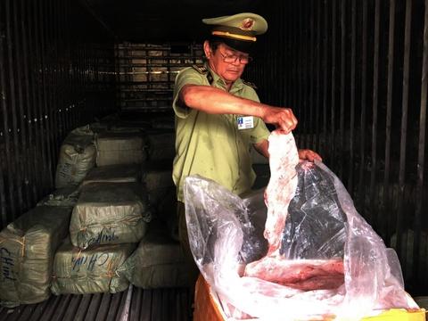 Container cho hon 6,5 tan thit dong vat hoi thoi vao TP.HCM hinh anh