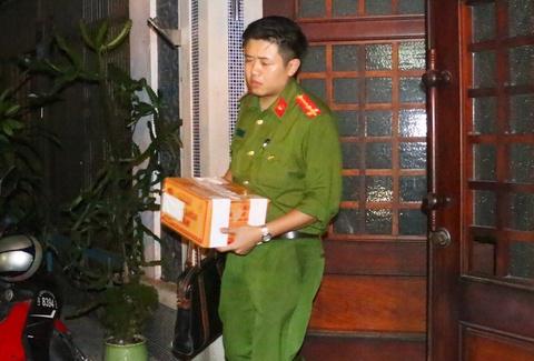 Cong an mang hop tai lieu roi nha cuu Chanh van phong Thanh uy Da Nang hinh anh