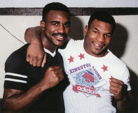 Cau chuyen phia sau man 'cau xuc' lich su cua Mike Tyson hinh anh 1