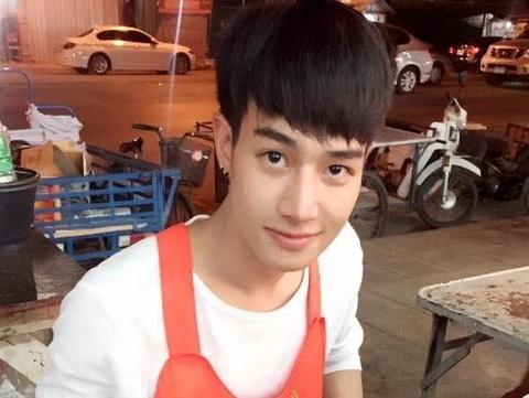 hot boy thai ban ca ri hinh anh