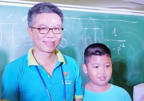 GS Ngo Bao Chau: Viet Nam nhap khau nhieu cuoc thi hinh anh