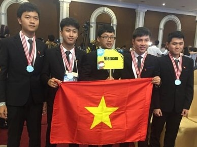 Ngoi truong co 4 hoc sinh gianh huy chuong Olympic quoc te hinh anh