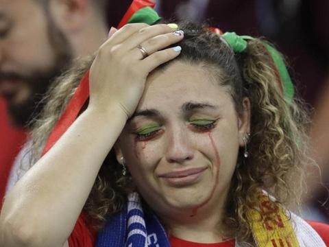 Nguoi nghen ngao, ke nem tivi khi Messi, Ronaldo roi World Cup hinh anh 13