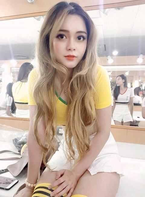 Chuyen hau truong gio moi ke cua dan hot girl 'Nong cung World Cup' hinh anh 2