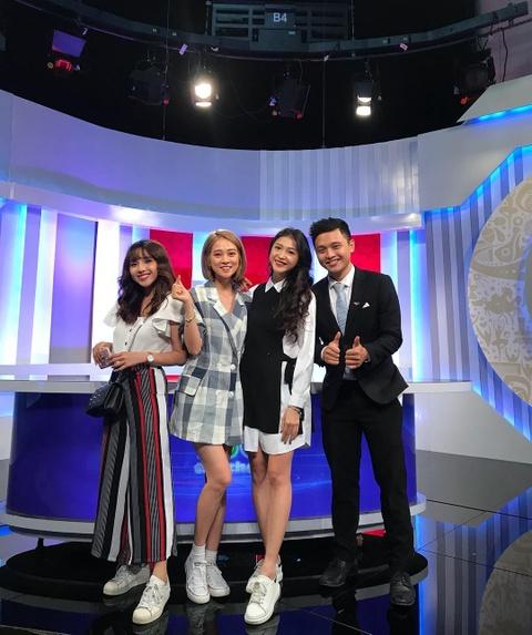 Chuyen hau truong gio moi ke cua dan hot girl 'Nong cung World Cup' hinh anh 4