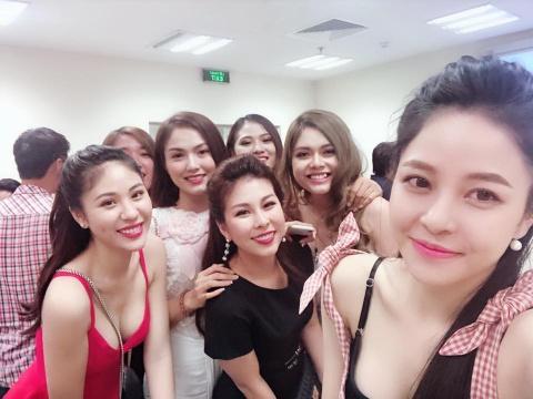 Chuyen hau truong gio moi ke cua dan hot girl 'Nong cung World Cup' hinh anh 3