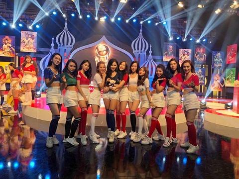 Chuyen hau truong gio moi ke cua dan hot girl 'Nong cung World Cup' hinh anh 11