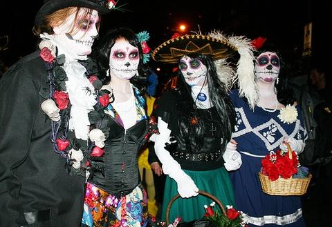 11 bi mat chua ke ve Halloween khien ban 'son toc gay' hinh anh 6