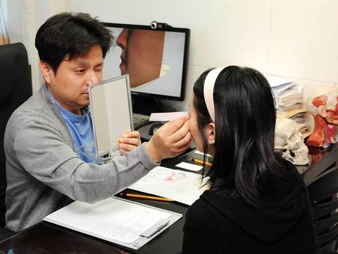 Thi xong đại học, sĩ tử Hàn Quốc kéo nhau đi phẫu thuật thẩm mỹ