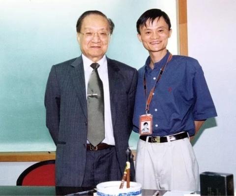 Hong Kong tuong nho Kim Dung - 'van hao lon nhat thoi dai chung ta' hinh anh 2