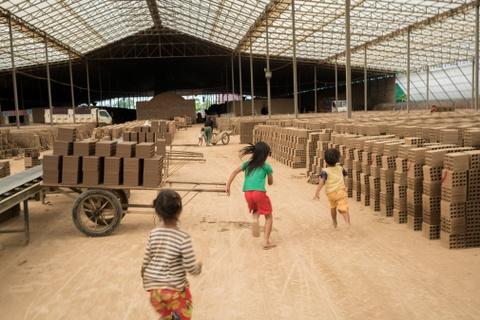 Nong dan Campuchia bi day vao canh khon cung vi bien doi khi hau hinh anh 10