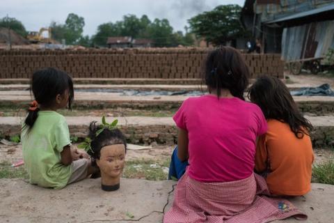 Nong dan Campuchia bi day vao canh khon cung vi bien doi khi hau hinh anh 11