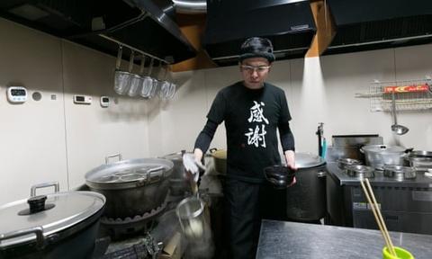 Yakuza Nhật Bản chật vật hoàn lương: Từ quá khứ bạo lực đến mì udon
