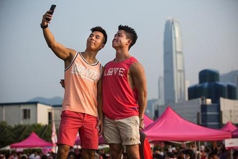 25% nguoi tre Hong Kong yeu som truoc tuoi 13 hinh anh