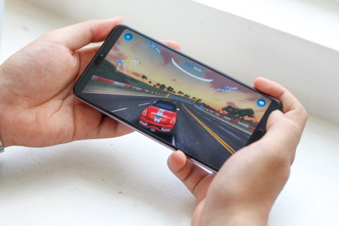 Mo hop va trai nghiem nhanh Huawei P20 Pro co 3 camera o VN hinh anh 13