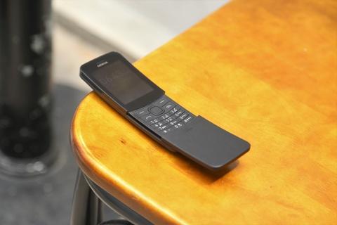Trai nghiem nhanh 'qua chuoi' Nokia 8110 hinh anh