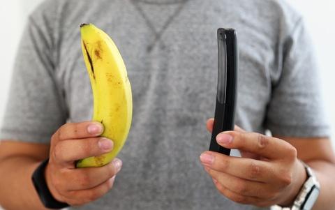 Trai nghiem nhanh 'qua chuoi' Nokia 8110 vua ve VN hinh anh 1