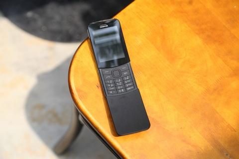 Trai nghiem nhanh 'qua chuoi' Nokia 8110 vua ve VN hinh anh 3