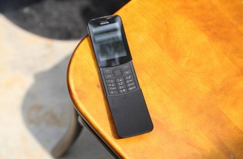 Trai nghiem nhanh 'qua chuoi' Nokia 8110 vua ve VN hinh anh