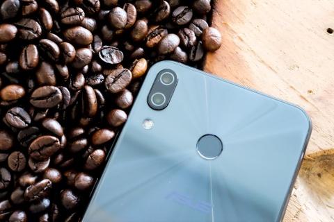 Co nen mua Zenfone 5 - thua nhan 'hoc iPhone X vi nguoi dung'? hinh anh 3