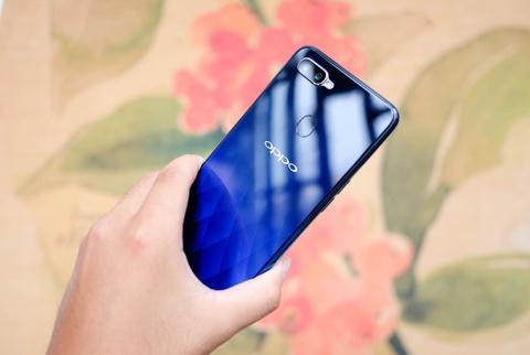 #Conenmua Oppo F9: Smartphone danh cho nu gioi hinh anh 2