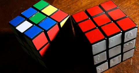 Rubik tu giai nhanh gap 11 lan ky luc cua con nguoi hinh anh