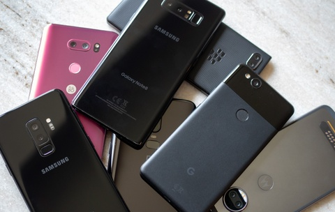 Loat smartphone can cao cap vua ra mat tai VN hinh anh