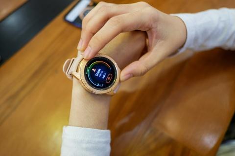 Danh gia Galaxy Watch - gon hon, them nhieu che do tap luyen hinh anh 2