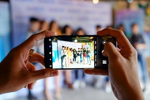 Danh gia nhanh Honor 10 Lite - camera selfie 24 MP, gia 5,3 trieu dong hinh anh 3