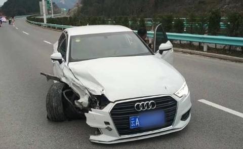 Tai xe ngu gat khien xe Audi suyt roi xuong vuc hinh anh