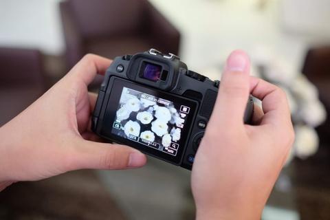 Mirrorless full-frame cua Canon ve VN, gia 38 trieu dong hinh anh 4