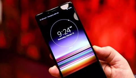 Sony ra smartphone dai bat thuong, 3 camera, co the khong ban o VN hinh anh 4