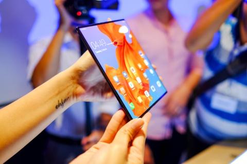 Chi tiet Huawei Mate X man hinh gap vua ve VN hinh anh 11