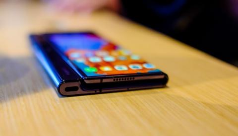 Chi tiet Huawei Mate X man hinh gap vua ve VN hinh anh 13