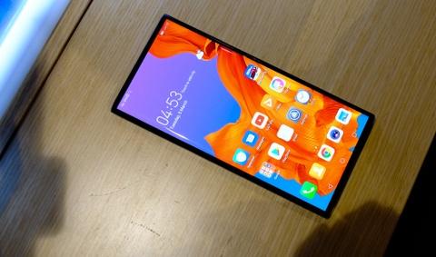 Chi tiet Huawei Mate X man hinh gap vua ve VN hinh anh 3